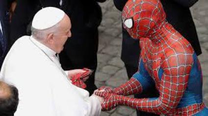El papa Francisco recibió la visita inesperada de Spiderman