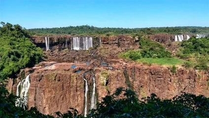 Las Cataratas del Iguazú casi sin agua y piedras al descubierto