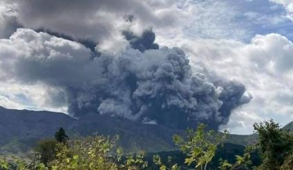 Japón: entró en erupción el volcán Monte Aso