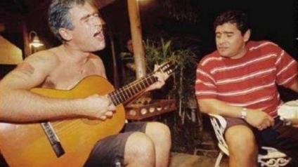Que la orquesta siga tocando... canciones para Maradona