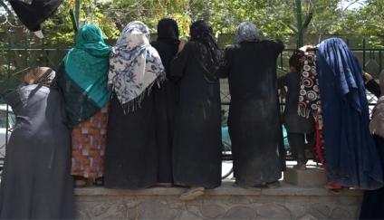 Enfrentamientos en una nueva protesta de mujeres para pedir su inclusión en el gobierno talibán
