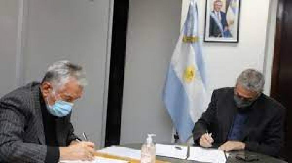 El Gobernador firmó un convenio para construir 300 casas en Villa Mercedes