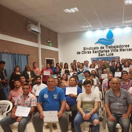 Trabajadores recibieron certificación por finalización de curso.
