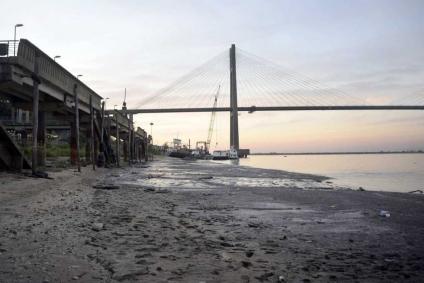 Declaran la emergencia hídrica por la bajante histórica en el río Paraná