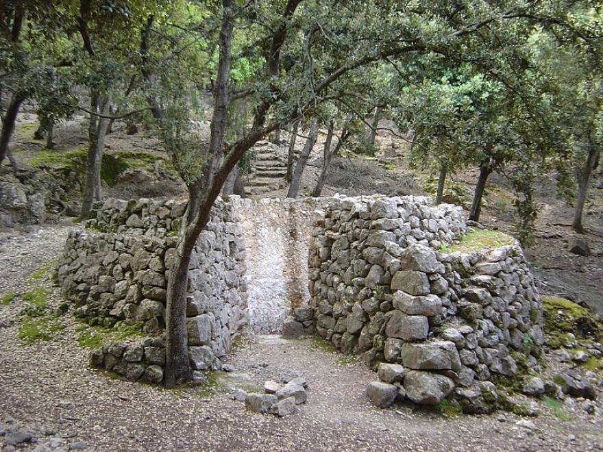Los tradicionales hornos de cal de La Calera