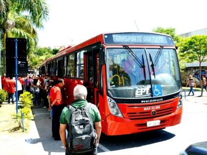 Colectivos gratis para reducir tráfico, accidentes y contaminación(es)